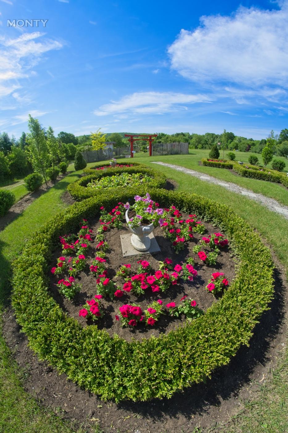 QB-Gardens0
